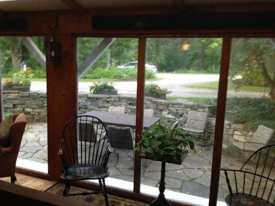 The Inn at Weathersfield: Tavern sitting