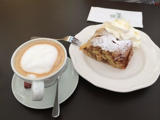 Cafe Restaurant Residenz: Coffee + cake = perfect!