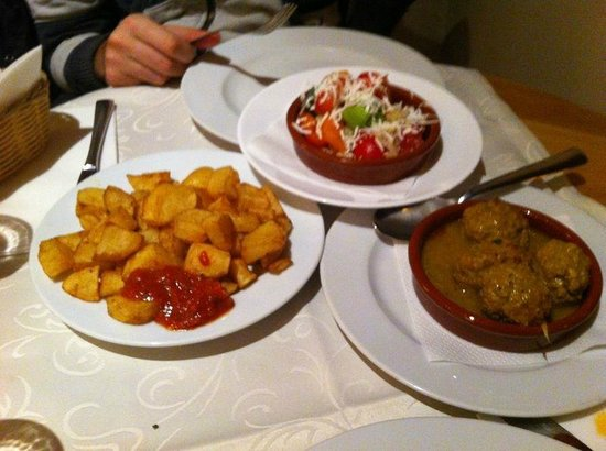 Meson Don Felipe: bravas ensalada y albondigas