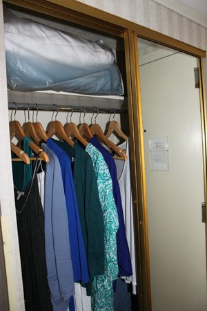 Crowne Plaza Hotel San Diego - Mission Valley: Plenty of space in the closets and drawers #6137