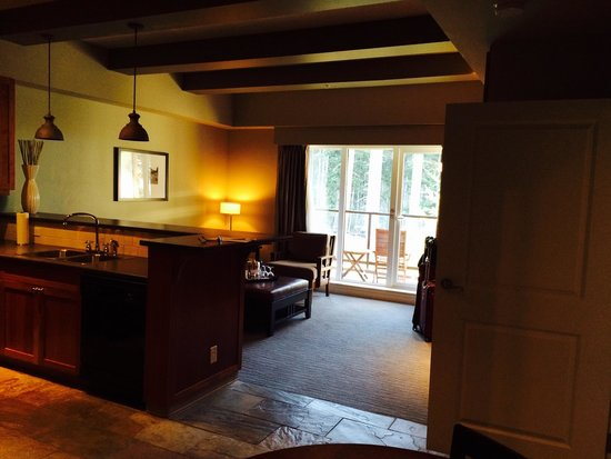 Westin Bear Mountain Victoria Golf Resort & Spa: Family room and Kitchen