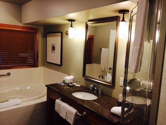 Westin Bear Mountain Victoria Golf Resort & Spa: Master Bath