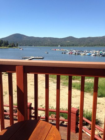 Big Bear Frontier Cabins & Hotel: View from our balcony of the lake. room 129
