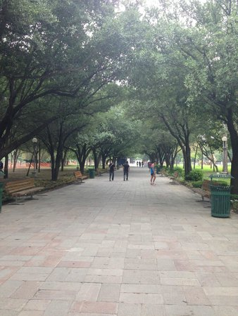 Parque Fundidora : Lovely walking areas