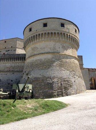 Forte di San Leo: rocca dall'esterno