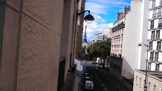 Hotel Val Girard: Foto da Torre Eiffel da janela do hotel