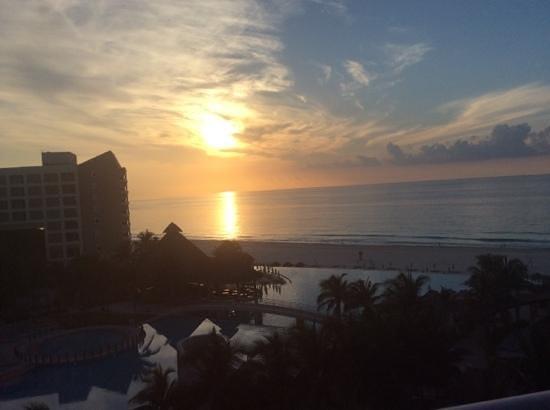 The Westin Lagunamar Ocean Resort: sunrise View