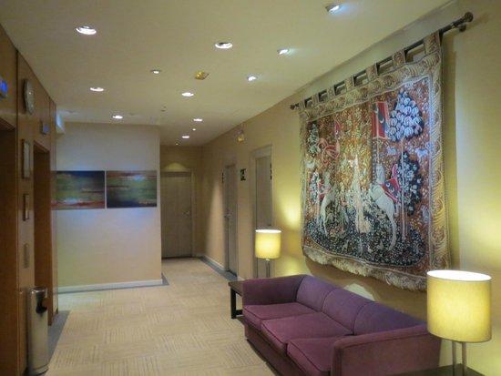 Hotel Puerta de Toledo : Холл на этаже