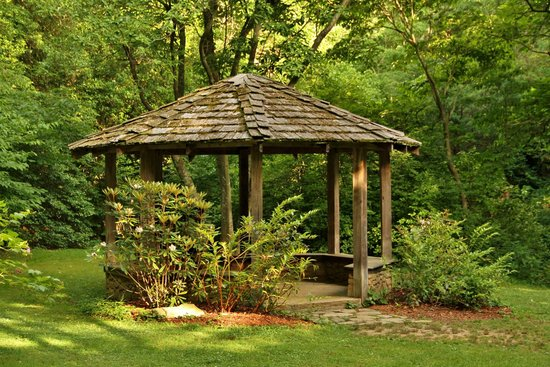 Exceptionnel Botanical Gardens At Asheville: A Pleasing Gazebo For A Picnic