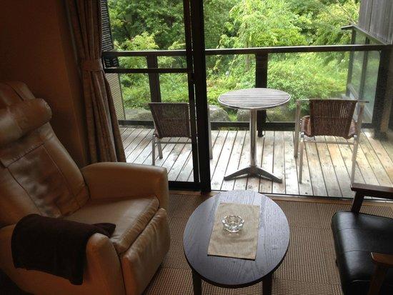 Okunoin Hotel Tokugawa: 部屋から外を望む