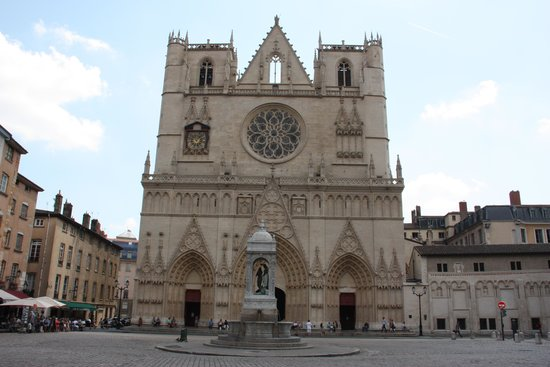 Cathédrale Saint-Jean Baptiste : Cathedral Saint Jean Baptiste