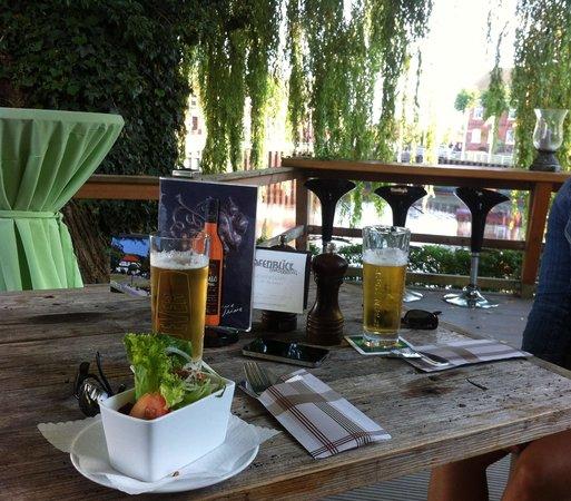 Cafe Hafenblick : Terrasse