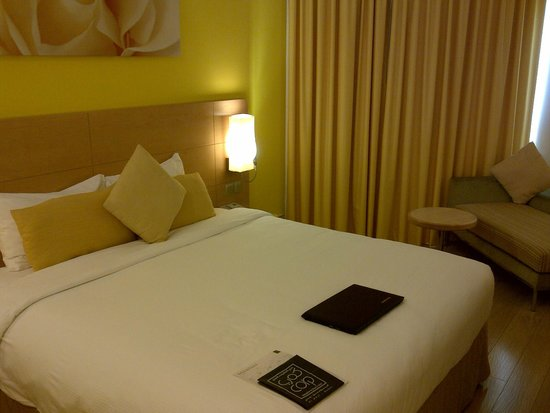 Al Khoory Executive Hotel – Al Wasl: Cama grande. Bien