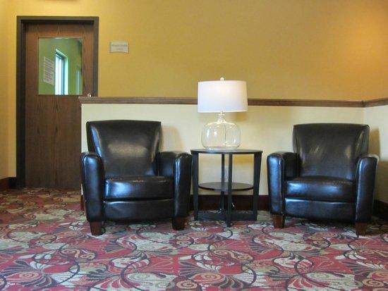 Econo Lodge - Mayo Clinic Area: Second Floor Lobby