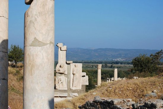 Memmius Monument : Looking down Curetes Street