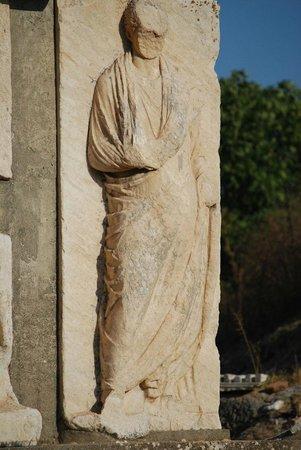 Memmius Monument: Closeup.
