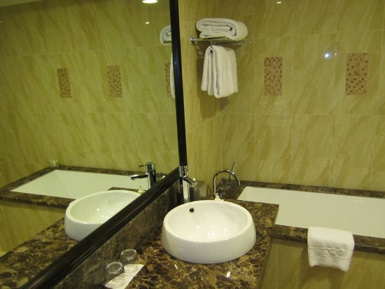 Bahi Ajman Palace Hotel: Ванная комната