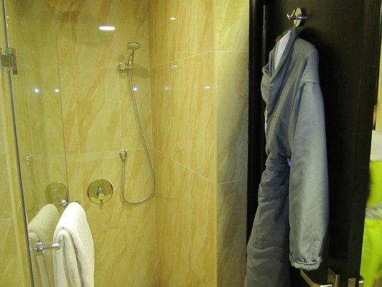 Bahi Ajman Palace Hotel: ванная