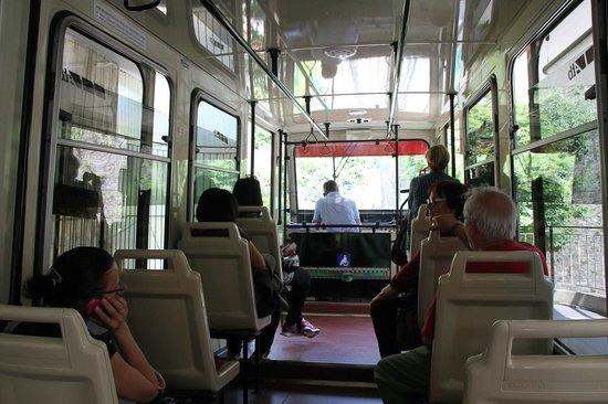 Funicolare San Vigilio : Inside the wagon