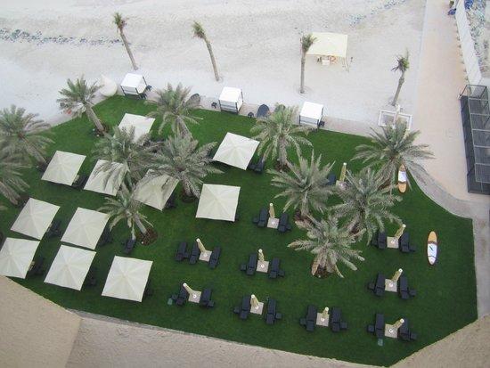The Ajman Palace Hotel: Пляж