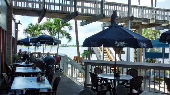 Village Fish Market Restaurant and Lounge: Outdoor Seating