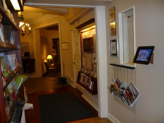 Hotel Royal Gothenburg: Hallway to Lounge Area