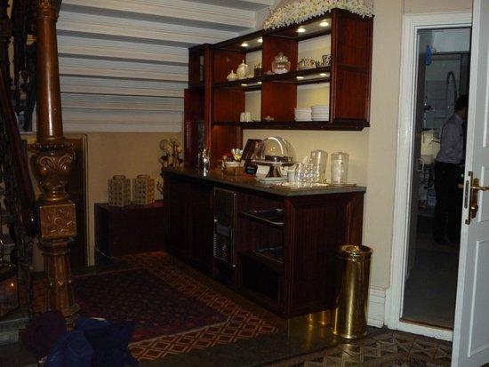 Hotel Royal Gothenburg: Tea/Coffee & Cakes Take-Away Area