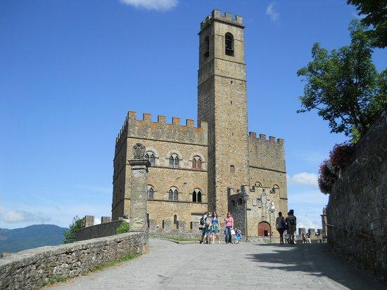 Castello dei Conti Guidi di Poppi: castello dei conti guidi