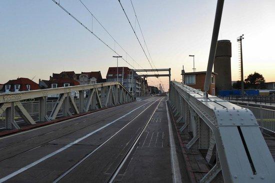 The Kusttram: Kustlaan in Zeebrugge