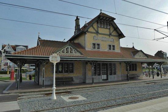 The Kusttram : Historischer Bahnhof de Haan