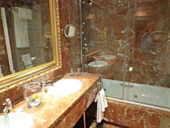 Hotel Alameda Palace: Banho do apartamento