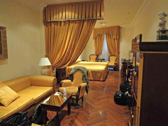 Hotel Alameda Palace: Sala a quarto