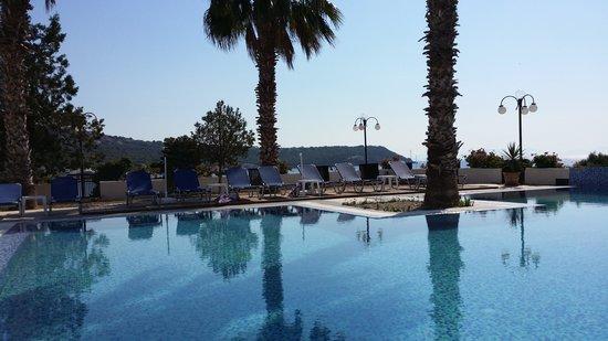 Hotel Blue Fountain: Ved svømmebassenget