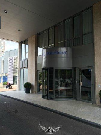 Hilton Duesseldorf: front