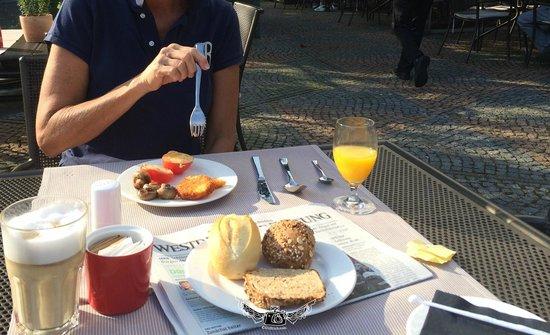 Hilton Duesseldorf: Breakfast