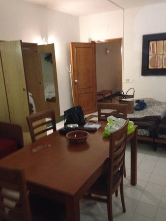 Choromar Apartments: Bedroom/living room