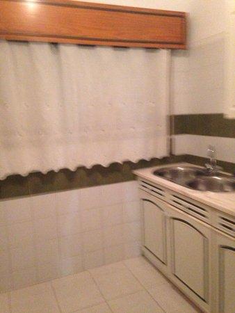 Choromar Apartments: Kitchen