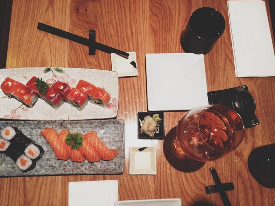 Kanpai Sushi: amazingly tasty salmon sushi with plum wine