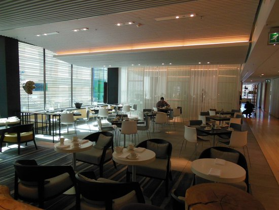 Radisson Blu Waterfront Hotel: Dining area served great breakfast and lunch