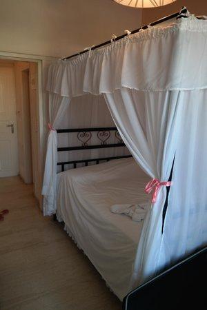 Hotel Lodos: bed