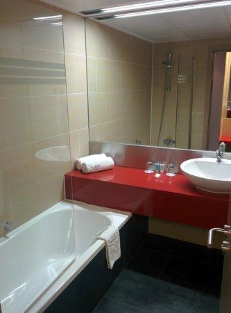 ILUNION Barcelona: bath