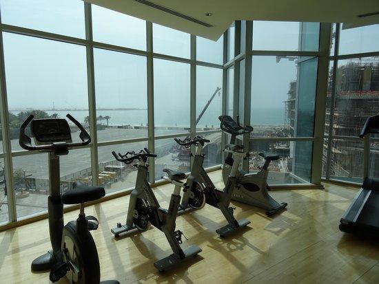 JA Oasis Beach Tower: Une petite partie de la salle de fitness