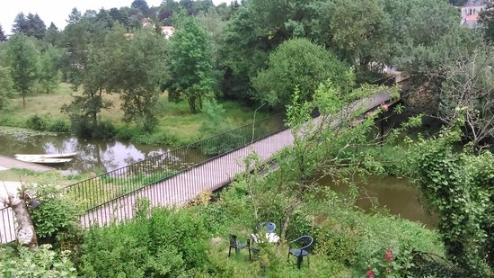 Tour de oudon vue depuis la terrasse du bas photo de le caf du h vre oudon tripadvisor - Nettoyage terrasse jardin le havre ...