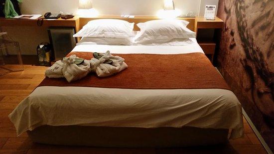 Aire Hotel & Ancient Baths : Una comodisima cama de 2metros por 2metros con ese maravillosos colchon coco mat
