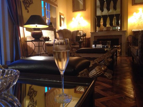 Le Beaumanoir: Champagne bar