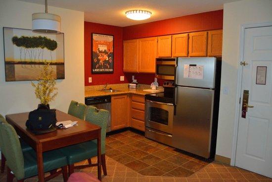 Residence Inn Provo : Kitchen