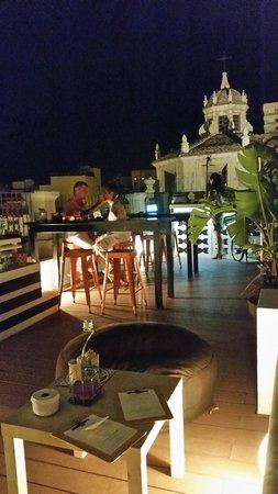 Aire Hotel & Ancient Baths: otras vistas de la terraza al aire libre que está en la azotea.