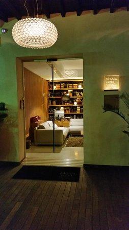 Aire Hotel & Ancient Baths : entrada al hotel.