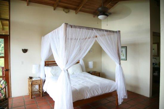 Rio Magnolia Nature Lodge : Suite bedding.