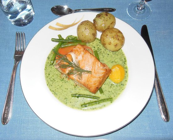 Fem Sma Hus: The salmon was perfectly cooked